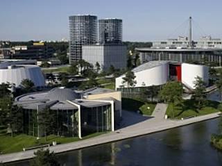 autostadt indoorpark in wolfsburg parkscout de. Black Bedroom Furniture Sets. Home Design Ideas